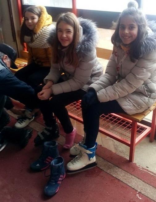 Klizaljke obuvene, a najmlađe Boranke spremne za prvoovogodišnje klizanje / foto: Slađana Zahitović (ARHIVA)