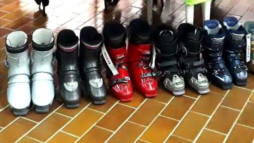 Izložene pancerice na Sajmu razmene ski-opreme / foto: SPC Bor
