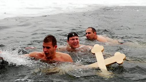 Detalj kada je Mihajlo stanković prvi doplivao do Časnog krsta